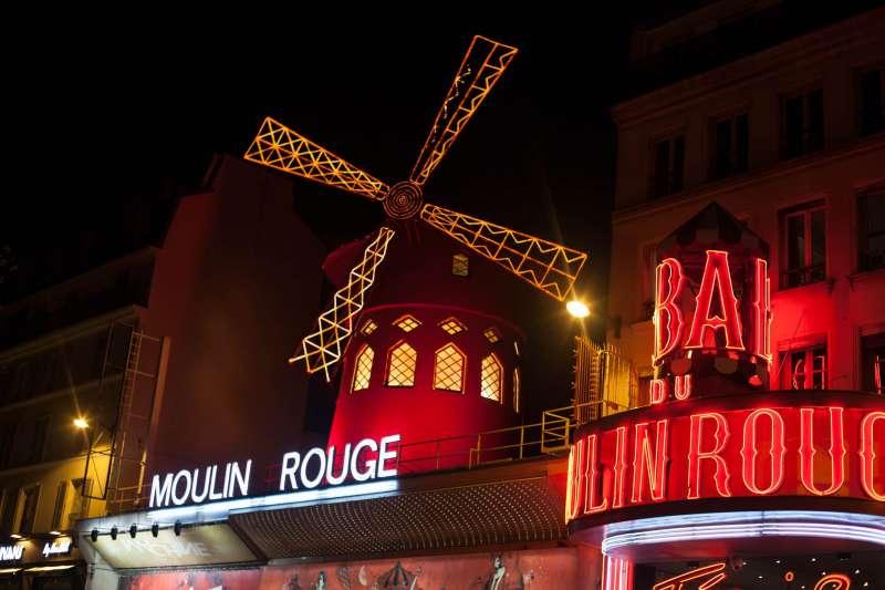 architecture-celebration-christmas-cabaret-moulin-rouge