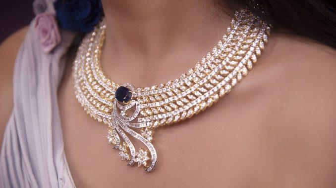 Collier indien : un accessoire alliant tradition et tendance
